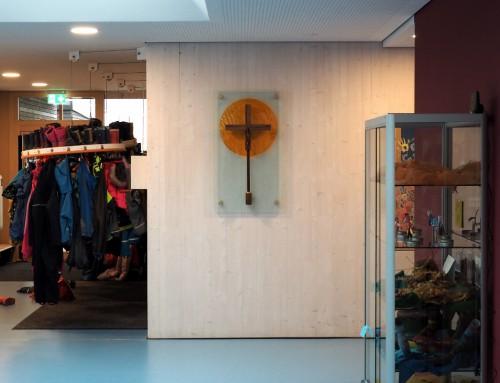 Kreuzgestaltung im Kinderhaus St. Peter in Neuburg